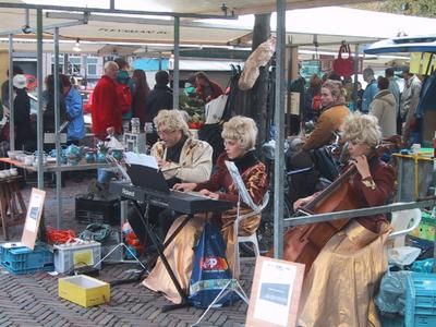 There was music in the air as this trio entertained market customers with classical aires.