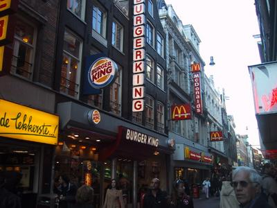 The principal pedestrian shopping avenue in downtown Amsterdam is home to many US food chains.